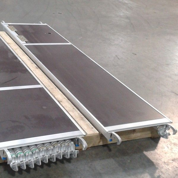 GDA500 Plattform mit Durchstiegsluke 2.5m